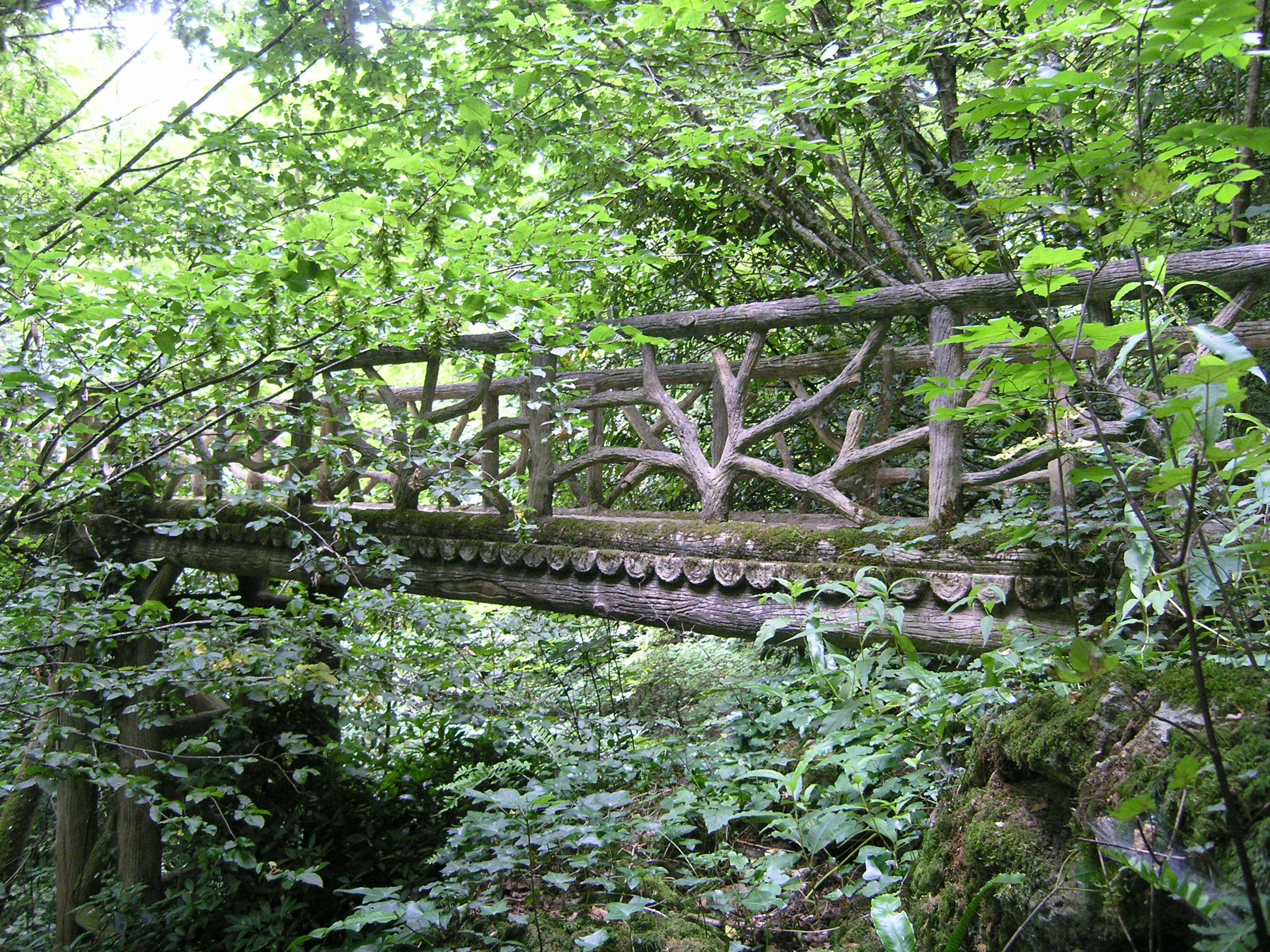 Vallon des Brumes pont en rocaille